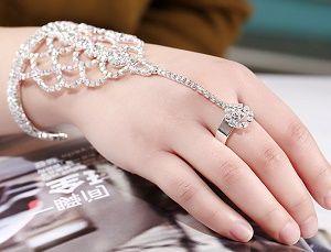 Сочетание обручального кольца и браслета