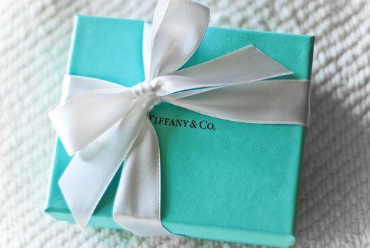 Фирменная голуба коробочка от Тиффани, фото
