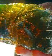 Янтарь зеленого цвета, фото