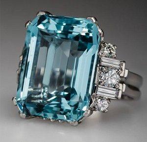 Голубой топаз - классический цвет