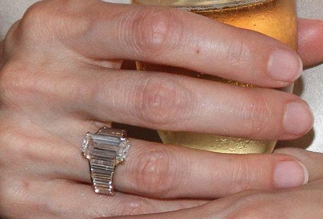 Обручальное кольцо Анджелины Джоли