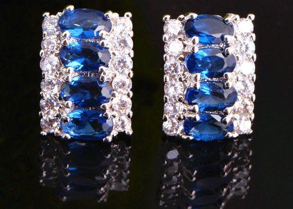 Сережки с драгоценными камнями