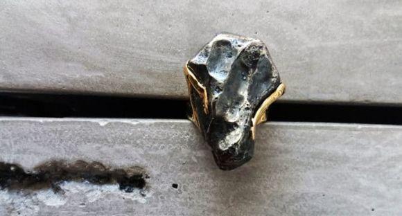 Кольцо с метеоритом наполнено космической энергией